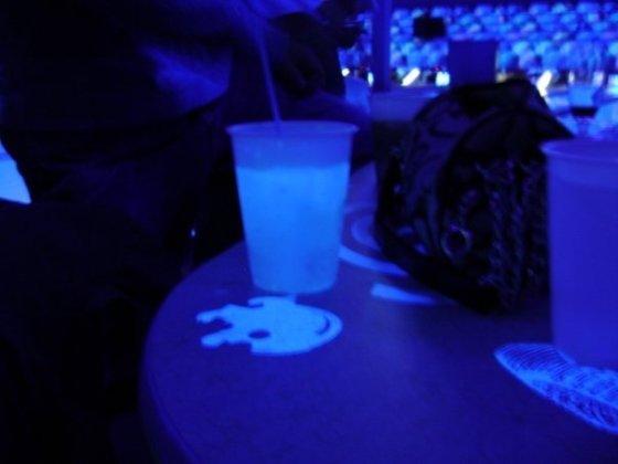 gin & tonic, black light, bright, glow, flourescent